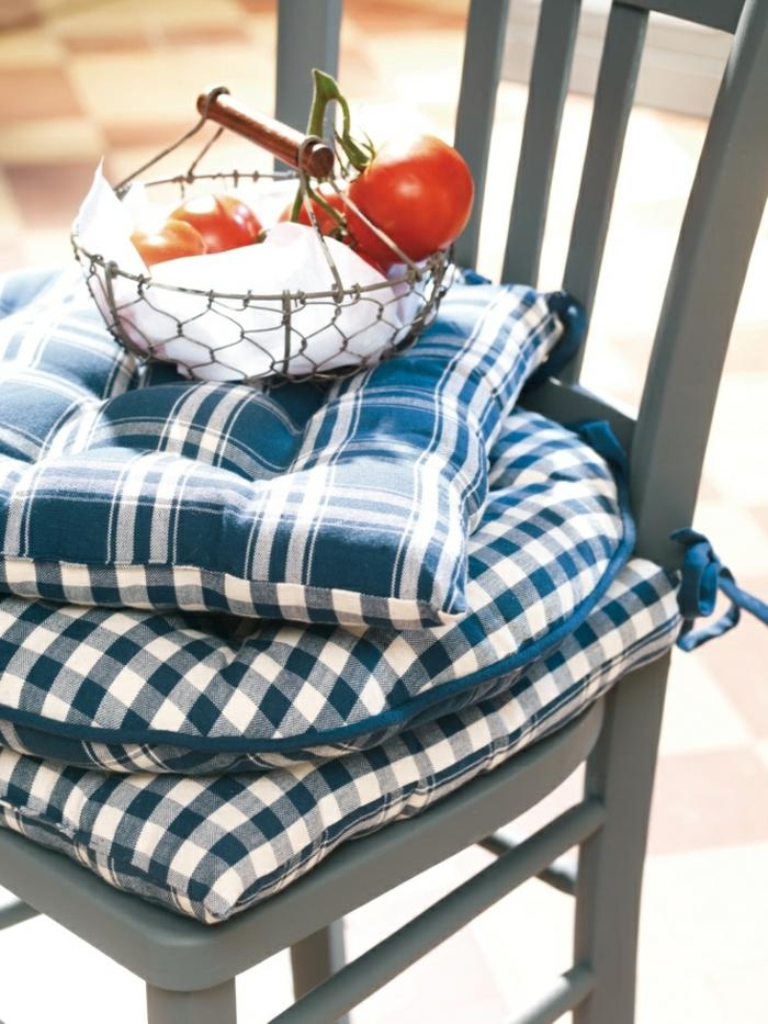1-galettes-de-chaises-rondes-galette-de-chaise-déhoussable-à-carreaux-blanc-bleu