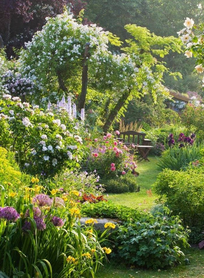 1-joli-jardin-avec-banc-de-jardin-bois-salons-de-jardin-leclerc-banc-d-extérieur-jardin-vert