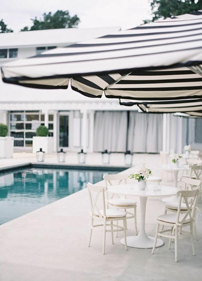 1-joli-pergola-de-jardin-parasol-rectangulaire-de-couleur-blanc-noir-piscine-devant-la-maison