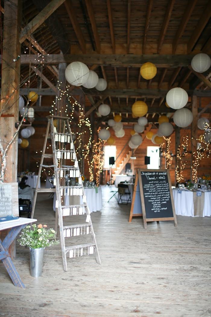 1-jolie-decoration-avec-boules-chinoises-suspension-luminaire-décoration-sol-en=parquet