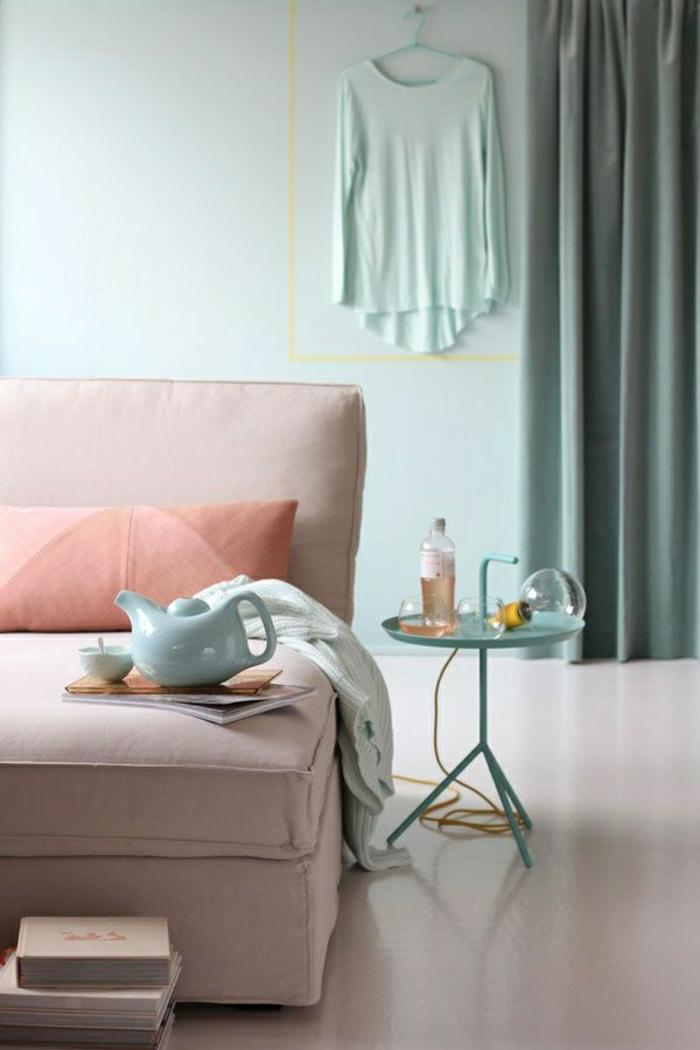 1-meubles-de-couleur-pastel-canapé-beige-pastel-sol-beige-coussin-pastel