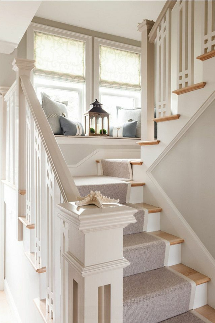 Le tapis pour escalier en 52 photos inspirantes for Photo escalier peint blanc gris