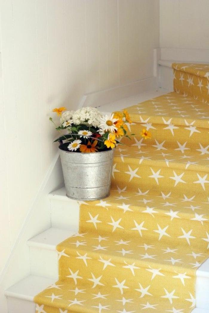 1-moquette-escalier-leroy-merlin-tapis-pour-escalier-de-couleur-jaune-tapis-aux-etoiles