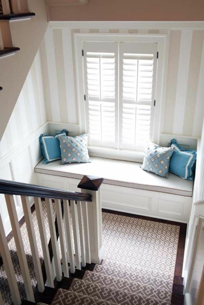 1-moquette-escalier-leroy-merlin-tapis-pour-escalier-un-canapé-sur-les-escaliers-modernes-en-bois