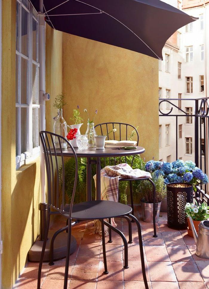 1-parasol-de-balcon-noir-parasol-rectangulaire-joli-balcon-avec-fleurs