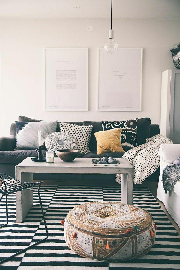 1-petite-table-basse-design-table-basse-ikea-meubles-de-salon-élégant-canapé-noir