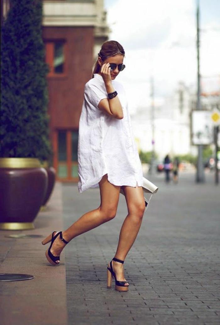 1-robe-d-ete-blanche-talons-hauts-noirs-femme-marche-sur-la-rue-femme-blonde