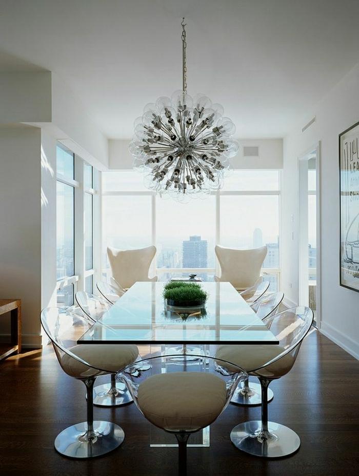1-salle-de-séjour-avec-une-grande-table-reclangulaire-en-verre-plateau-de-table-en-verre