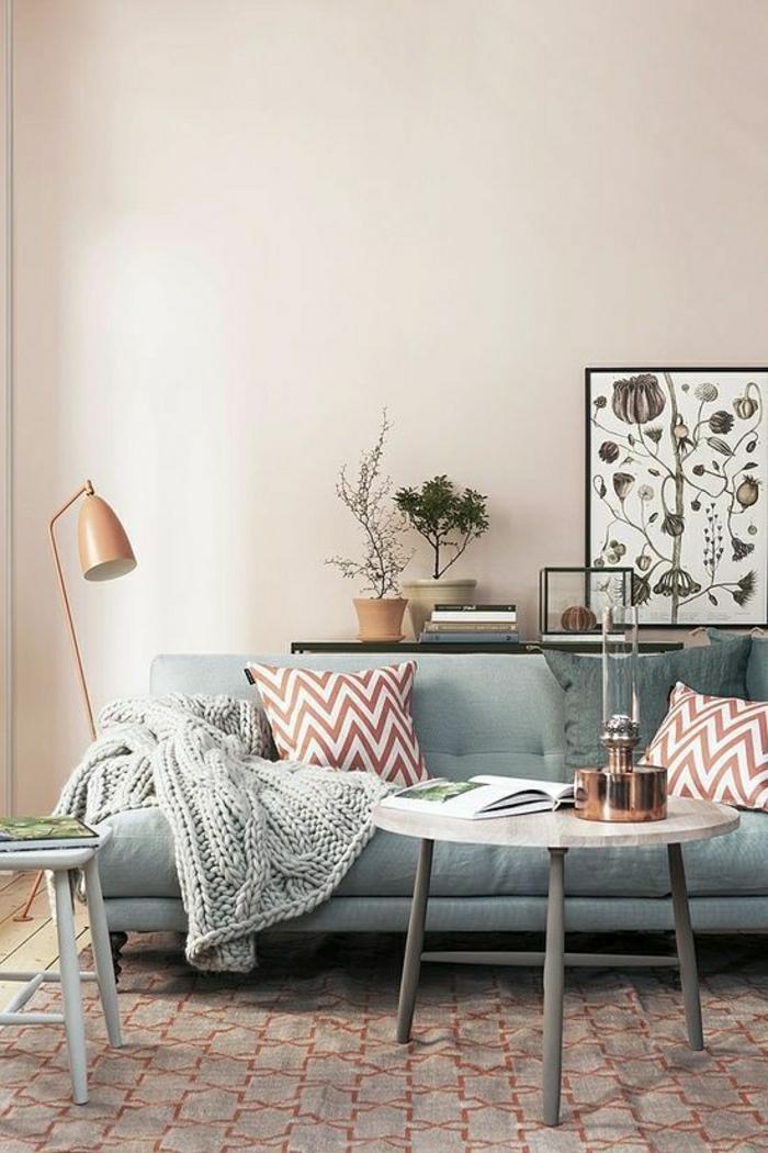 1-salon-avec-un-beau-canapé-de-couleur-pastel-tapis-de-salon-meubles-de-salon