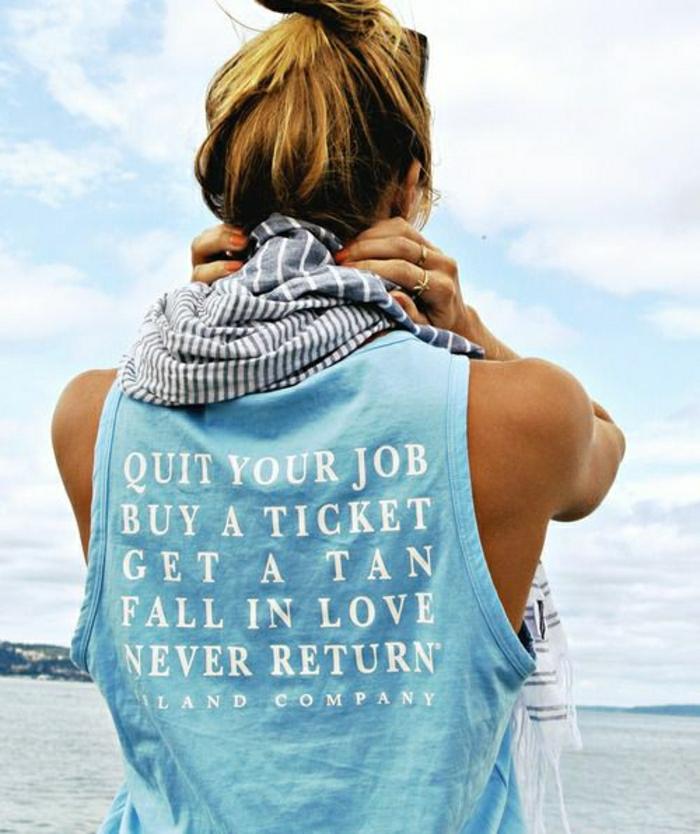 1-t-shirt-personnalisé-de-couleur-bleu-pour-femme-blonde-idée-originale