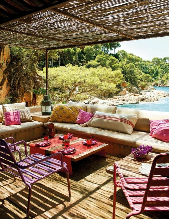 1-table-et-chaises-de-jardin-belle-vue-vers-la-mer-sol-en-bois-meubles-de-jardin