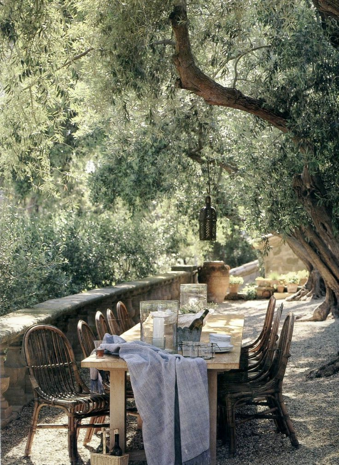 Comment choisir une table et chaises de jardin for Table et chaise en bois massif