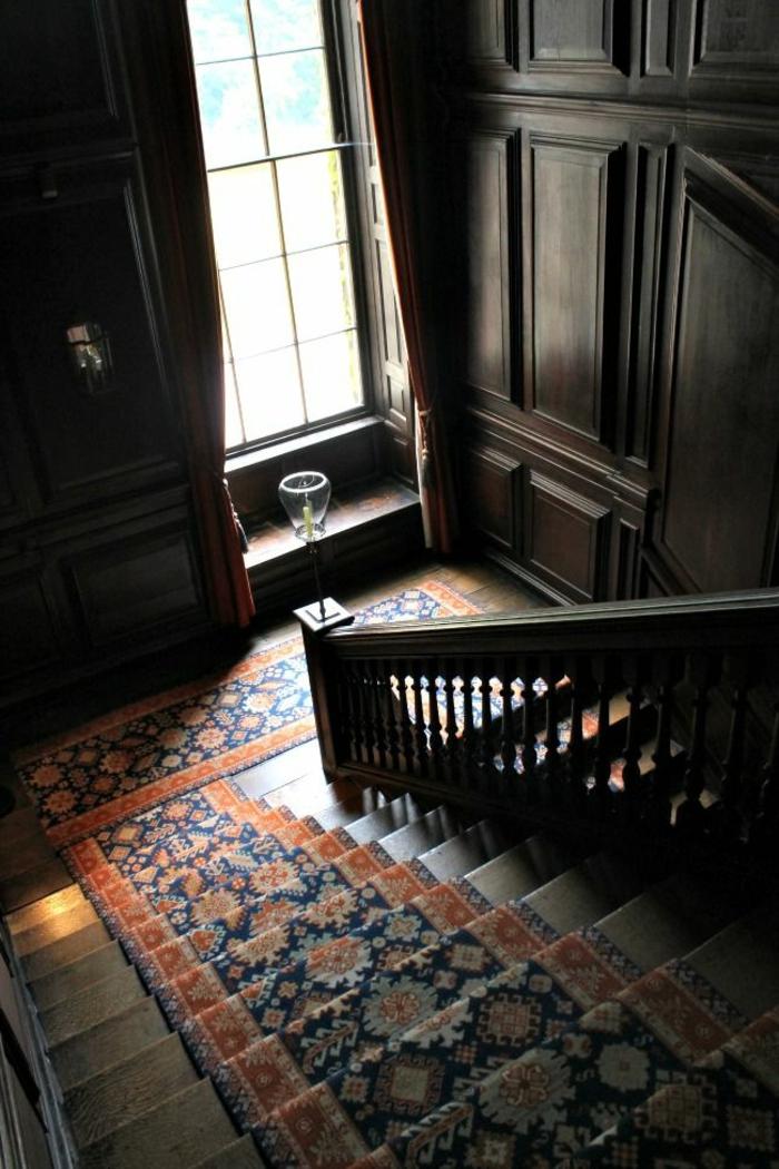 1-tapis-escalier-vintage-escalier-en-bois-massif-foncé-escalier-en-bois-tapis-escalier-pas-cher