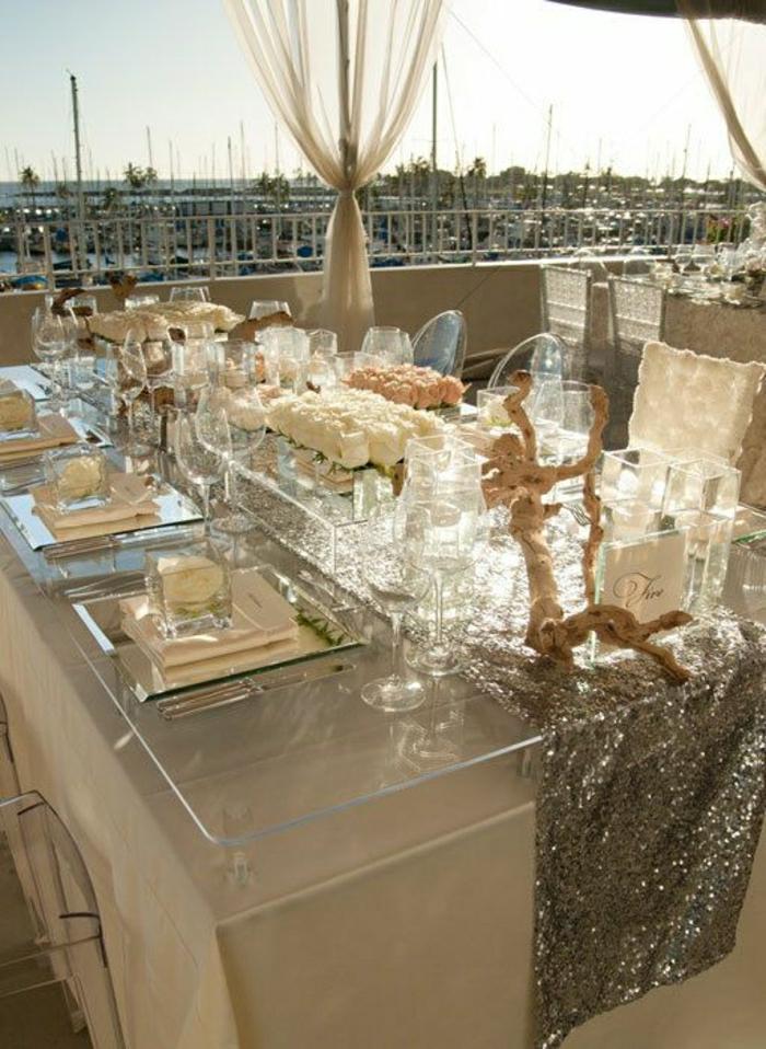 1-une-jolie-table-avec-plateau-de-table-en-verre-terrasse-avec-un-joli-vue-mer