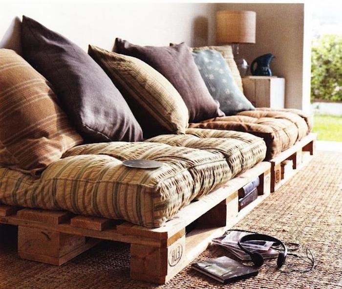 2-fauteuil-en-palette-design-d-intérieur-moderne-tapis-beige-fauteuil-moderne