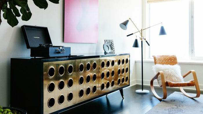 5-bahut-noir-pas-cher-laqué-chic-dorée-cool-aménagement-salon-vintage
