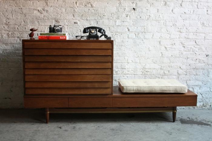 commode-en-bois-décor-loft-mur-briques
