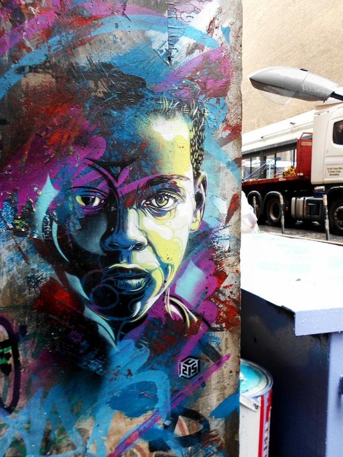 Art-urbain-C215-street-artiste-le-couleur-violet-et-bleu-gare-endroit