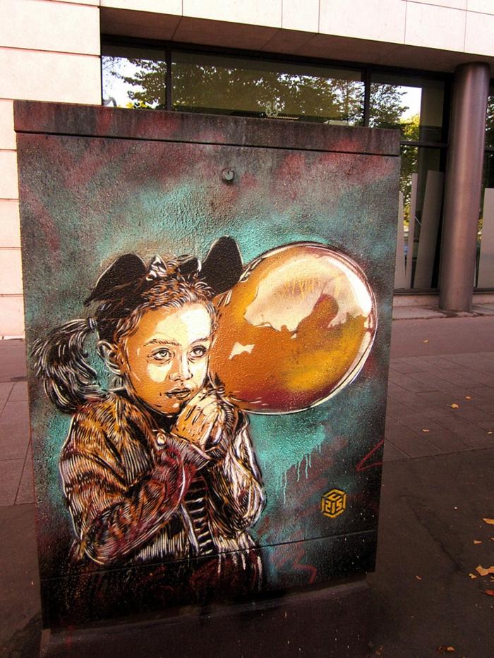 Art-urbain-C215-street-artiste-sa-fille-et-ballon