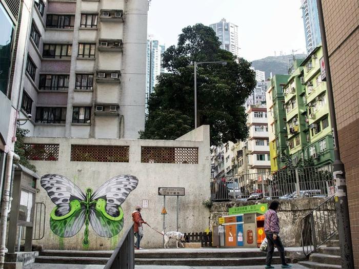 ludo street art  urbain-pochoiriste-ludo-japon-rue-papillon-libre