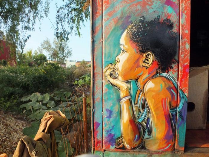 C215-street-art-créatif-original-enfant-regarde-nature