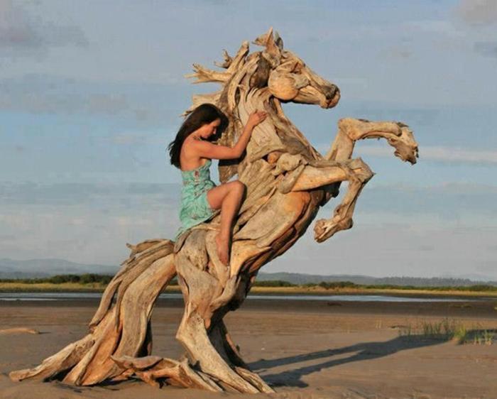 Driftwood-Sculpture-de-Jeff-Uitto-Jolie-sculpture-sur-bois-femme-et-cheval
