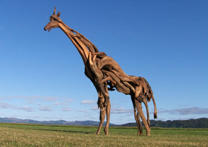 Driftwood-Sculptures-de-Jeff-Uitto-le-giraffe-grand-sculpture-bois