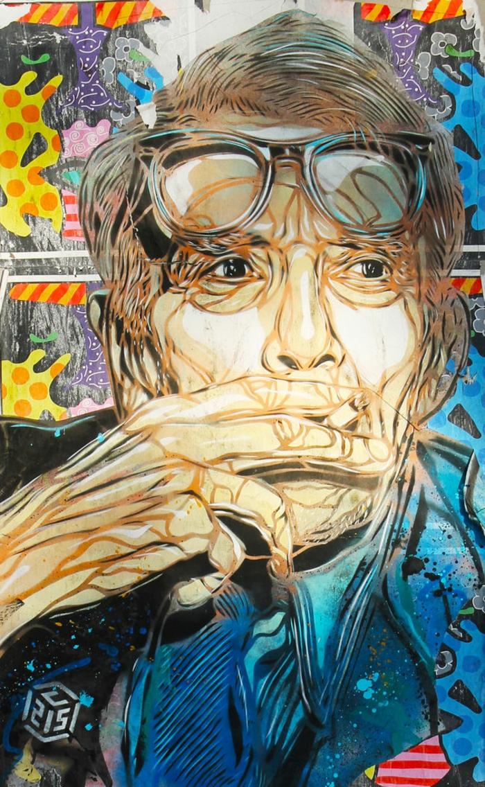 Graffiti-technique-pochoir-street-art-C215-portrait-homme-lunettes