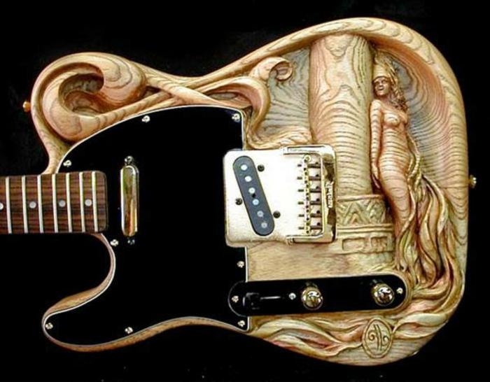 Guitar-de-Doug-Rowell-sculpture-sur-bois-bricolage