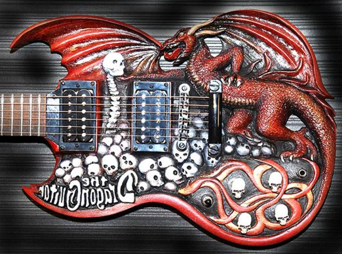 Guitar-de-Doug-Rowell-sculpture-sur-bois-colorée