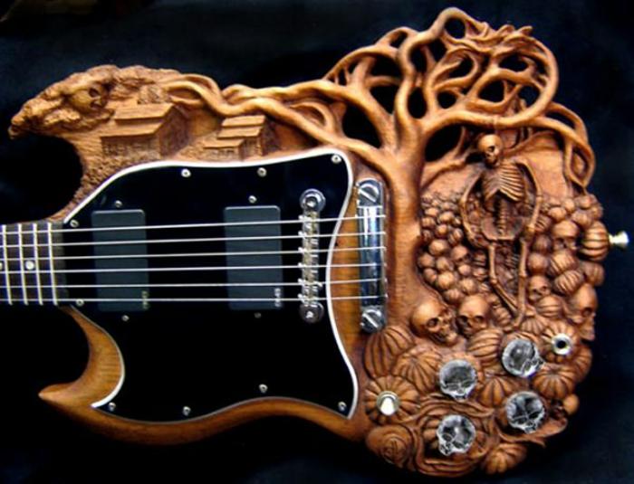 Guitar-de-Doug-Rowell-stupéfiant-sculpture-sur-bois
