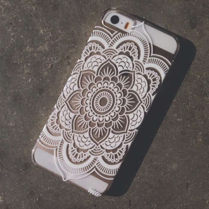 Idée-cadeau-geek-coque-iphone-cool-dantelle