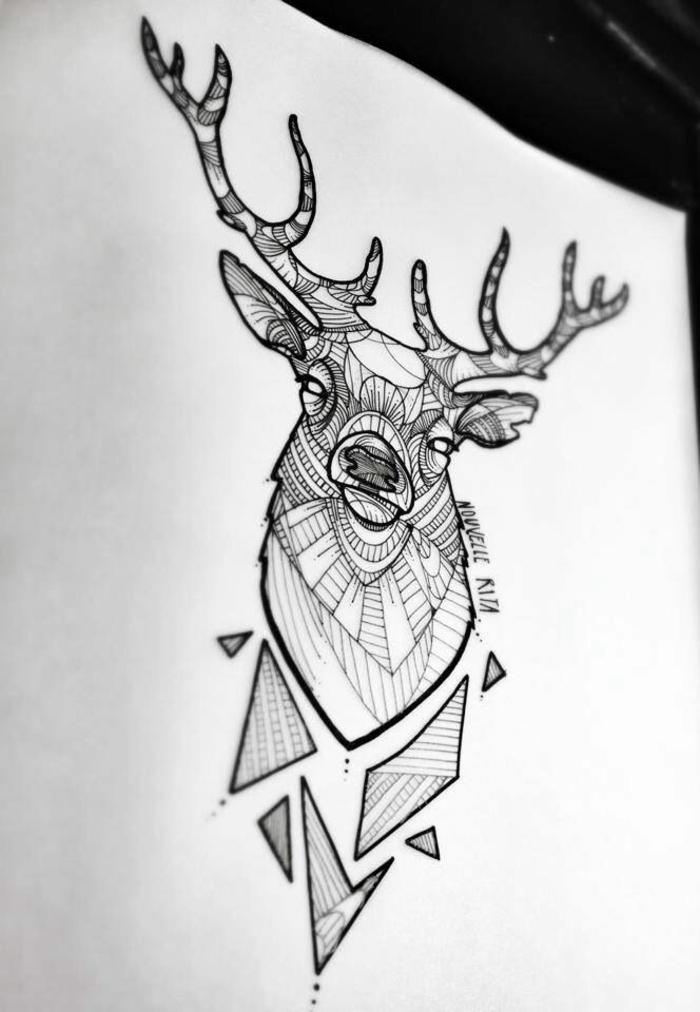 La-signification-tatouage-symbole-tatouage-tatoueur-celebre-cerf-géométrique