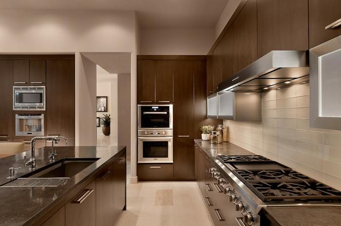 Moderne-cuisine-couleur-beige-déco-la-four-electrique