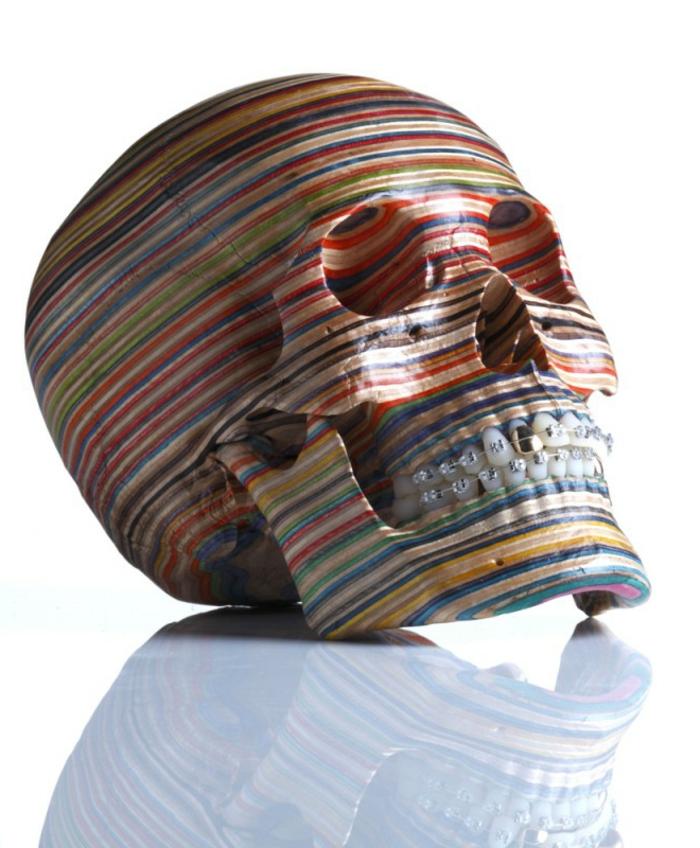 Skateboard-Art-by-Haroshi-tete-squelleton-coloré-les-dents