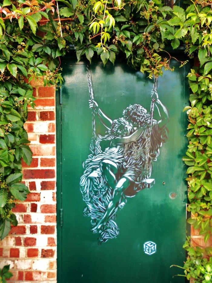 Street-art-paris-artiste-célébre-graffiti-l-amour-antique