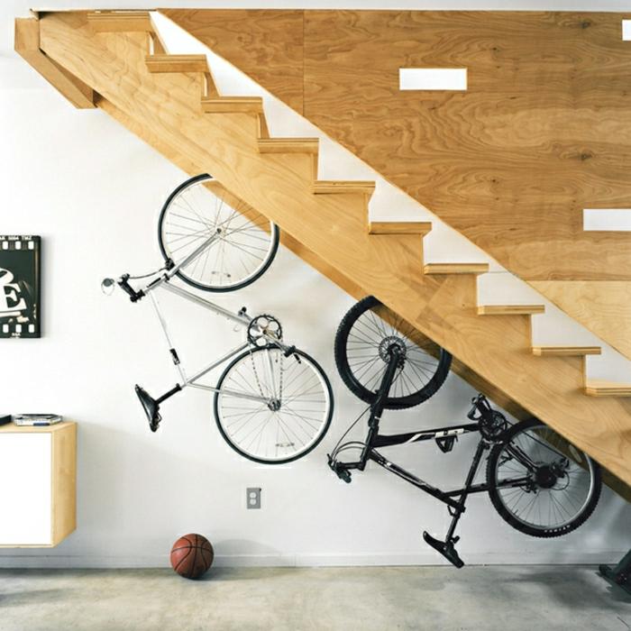 amenagement-placard-sous-escalier-idee-deco-escalier-bicyclette