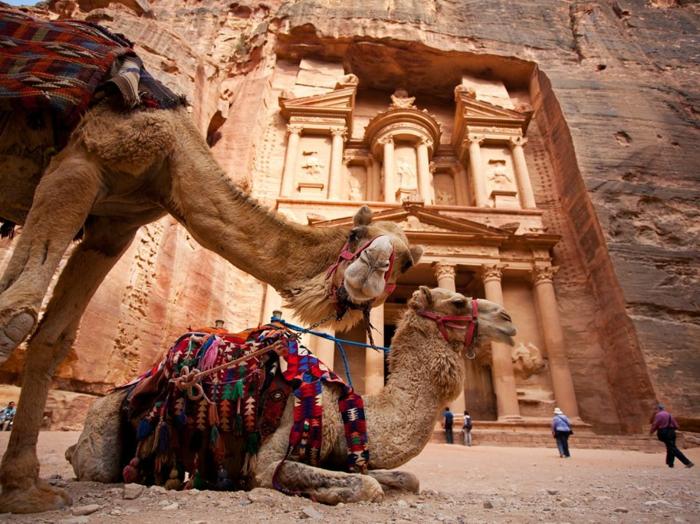 architecture-vernaculaire-Petra-et-deux-chameaux