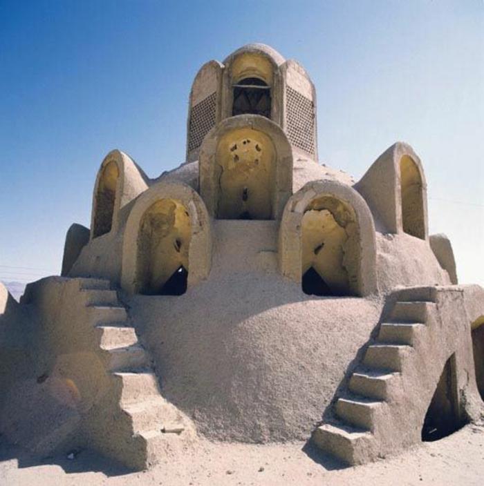 architecture-vernaculaire-bâtiment-symétrique