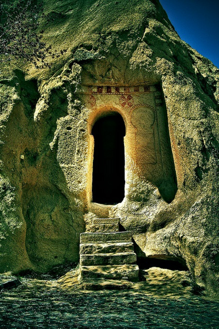 architecture-vernaculaire-caves-magnifiques-dans-les-rochers