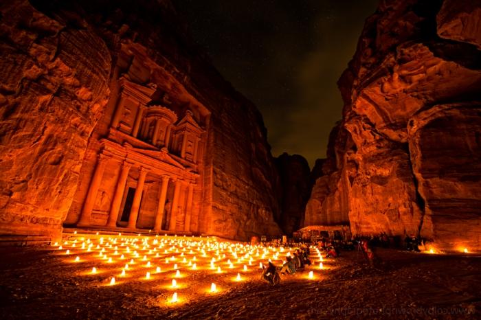 architecture-vernaculaire-Petra-pendant-la-nuit