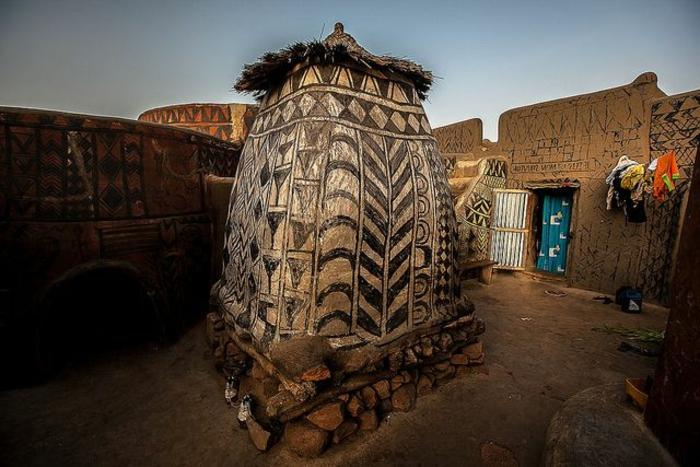 architecture-vernaculaire-le-coloris-des-bâtiments-en-Afrique