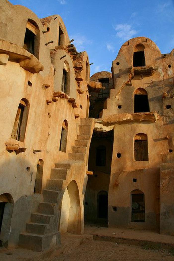 architecture-vernaculaire-maisons-et-escalier
