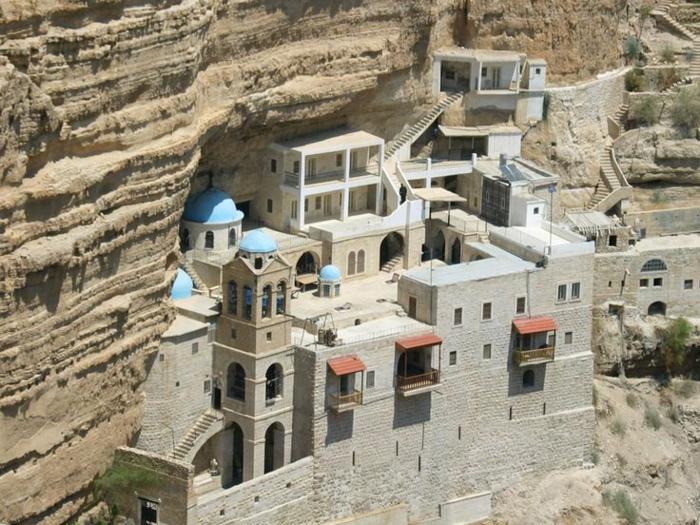 architecture-vernaculaire-monastère-européen