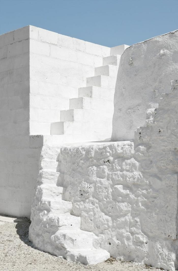 architecture-vernaculaire-peinte-blanche