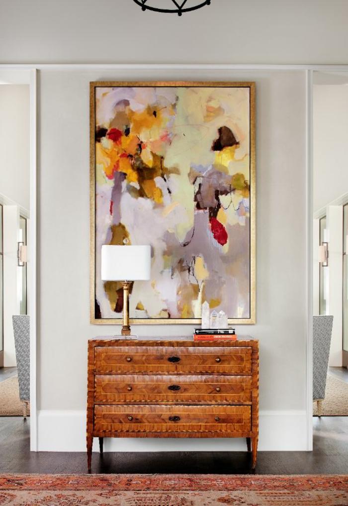 art-abstrait-au-dessus-d'une-commode-vintage