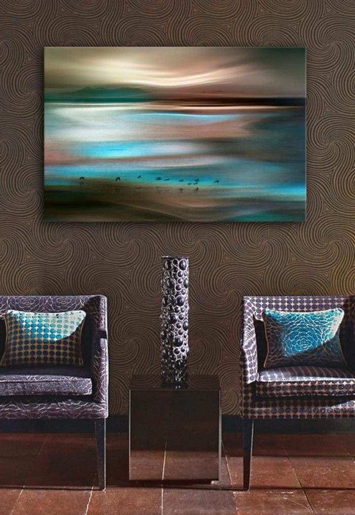 art-abstrait-et-coussins-en-mêmes-couleurs