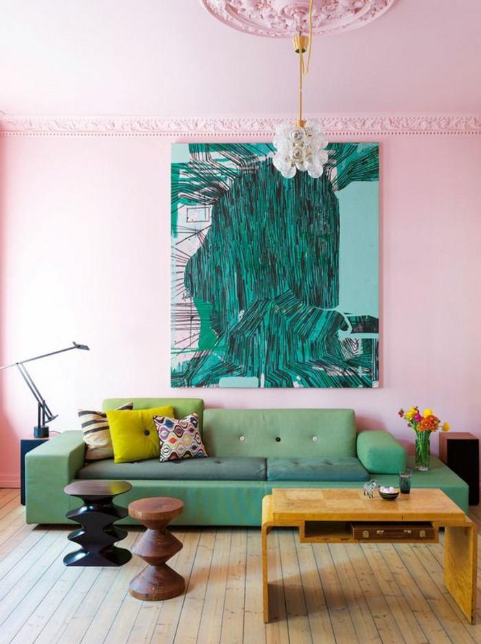 art-abstrait-tableau-abstrait-mur-rose-et-sofa-vert