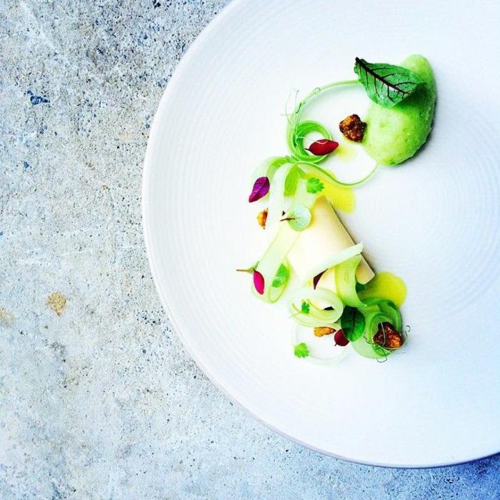 assiette-de-présentation-art-culinaire-fraîs
