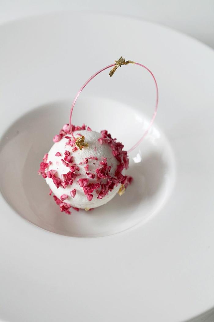 assiette-de-présentation-crème-corbeille